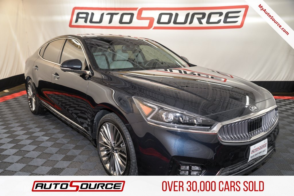 Pre-Owned 2017 Kia Cadenza Limited